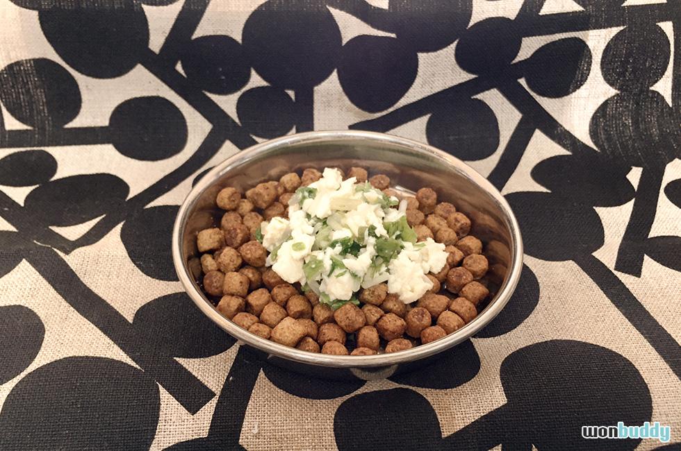 [犬の手作りごはん] 食欲の落ちるこの季節にピッタリ「豆腐と水菜のオリーブオイル和え」