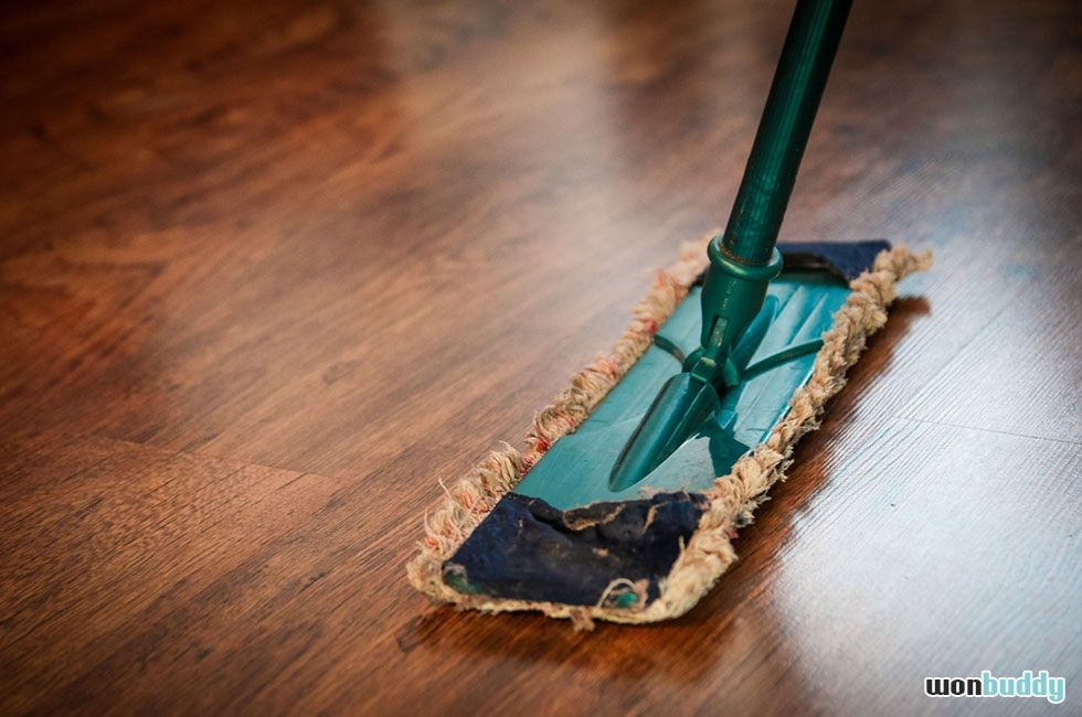 愛犬が床におしっこ!掃除はお手軽経済的な手作り消臭スプレーで。